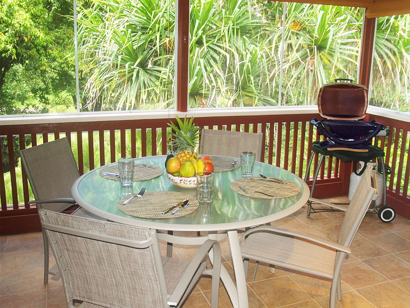 Enjoy your meals on the screened lanai which overlooks the river.